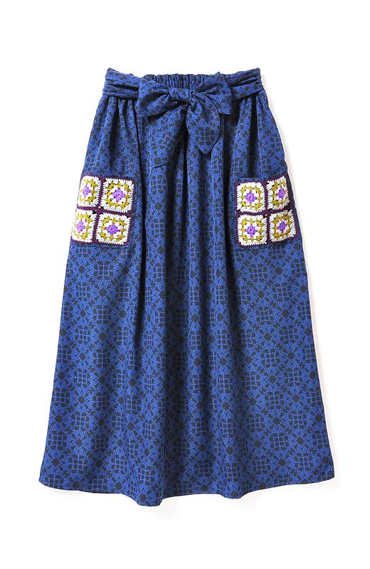 haco! haco.FACTORY G.N.P. あたたかな手作業 モチーフポケットのマキシ丈スカート <ブラック×ブルー>の商品写真1