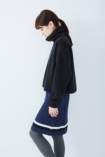 ロジーズ すっきりシルエットのライン入りニットスカート <ネイビー>の商品写真