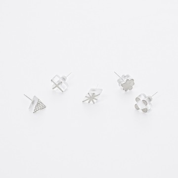 haco! てとひとて chika yamazaki 銀色の影 シングルピアス <ホワイト>の商品写真