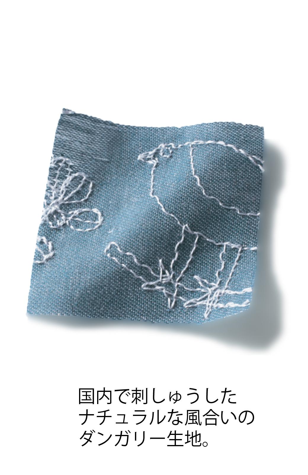 haco! UNICOLART OHTA KOSUKE 鳥と葉っぱ 総刺しゅう布のスカート <ブルー>の商品写真3