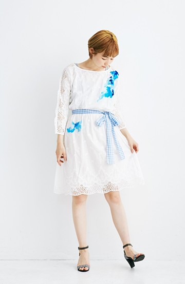 haco! co&tion 神尾茉利ブルー刺繍のホワイトワンピース【アーティスト作品1点もの】<ホワイト>の商品写真