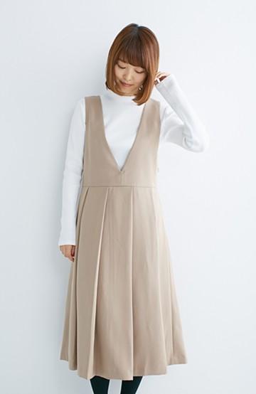 nusy すっきりVネックがきれいなビッグプリーツジャンパースカート <ベージュ>の商品写真