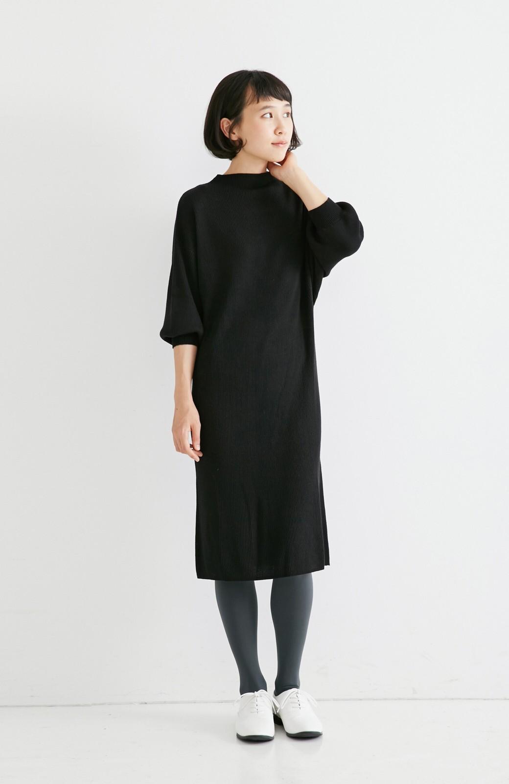 エムトロワ 吸湿発熱素材の袖ぷっくりリブニットワンピース <ブラック>の商品写真1