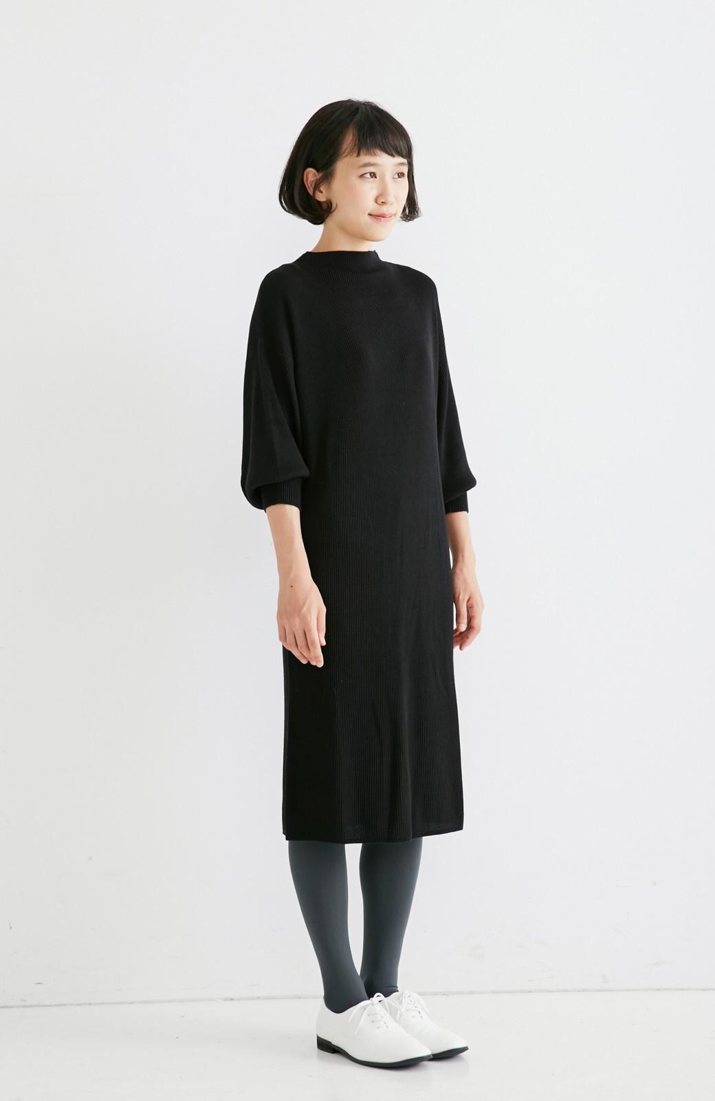 エムトロワ 吸湿発熱素材の袖ぷっくりリブニットワンピース <ブラック>の商品写真4