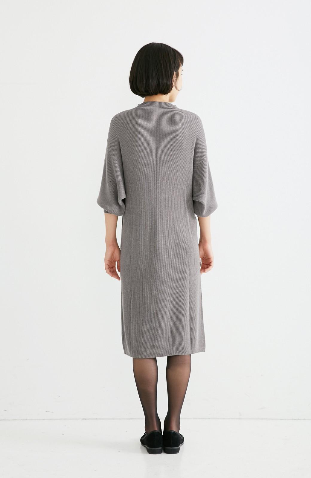 エムトロワ 吸湿発熱素材の袖ぷっくりリブニットワンピース <杢グレー>の商品写真5