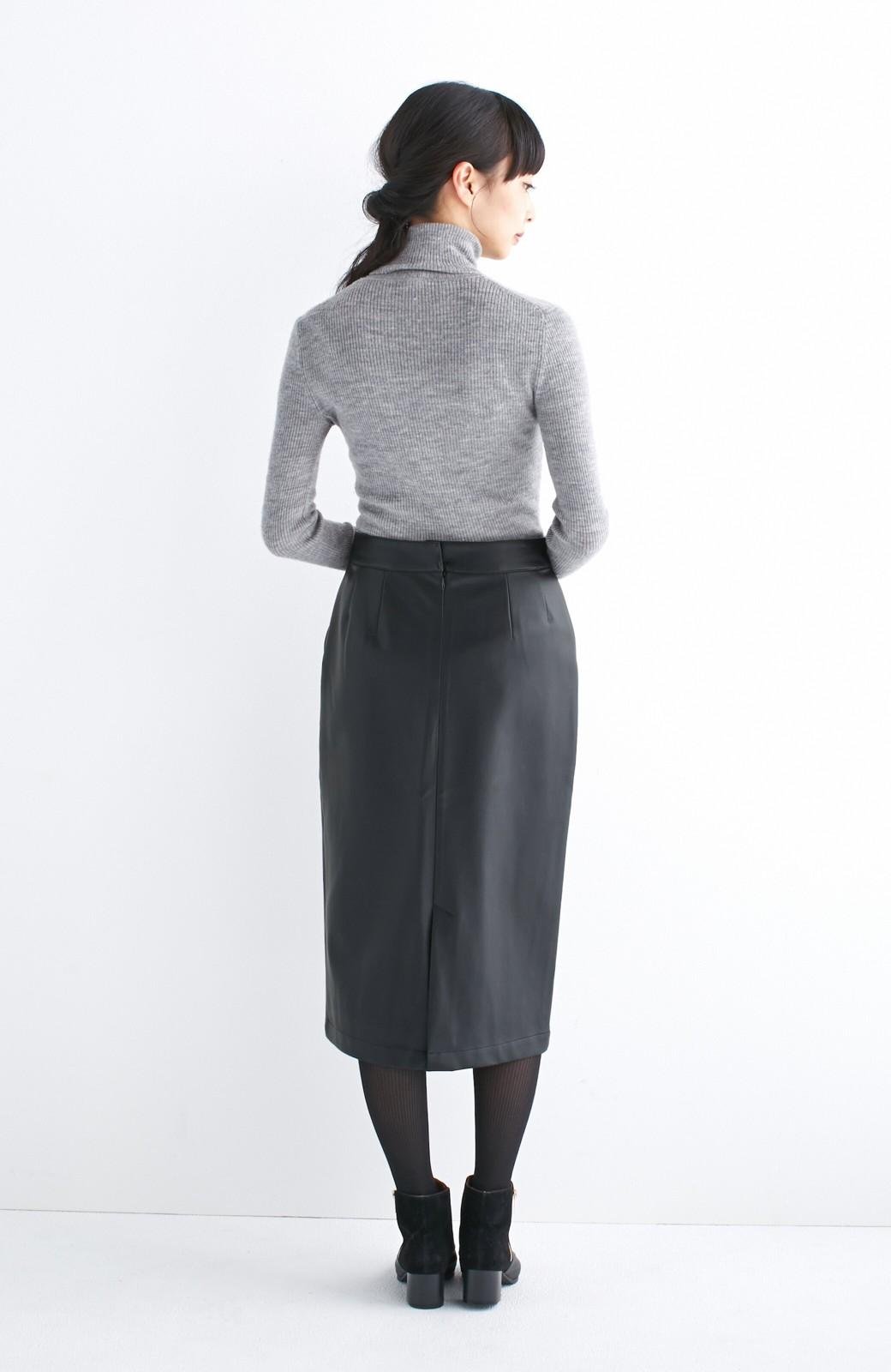 haco! どんなにカジュアルなものを合わせても女らしくなれる、フェイクレザーのタイトスカート by que made me <ブラック>の商品写真16