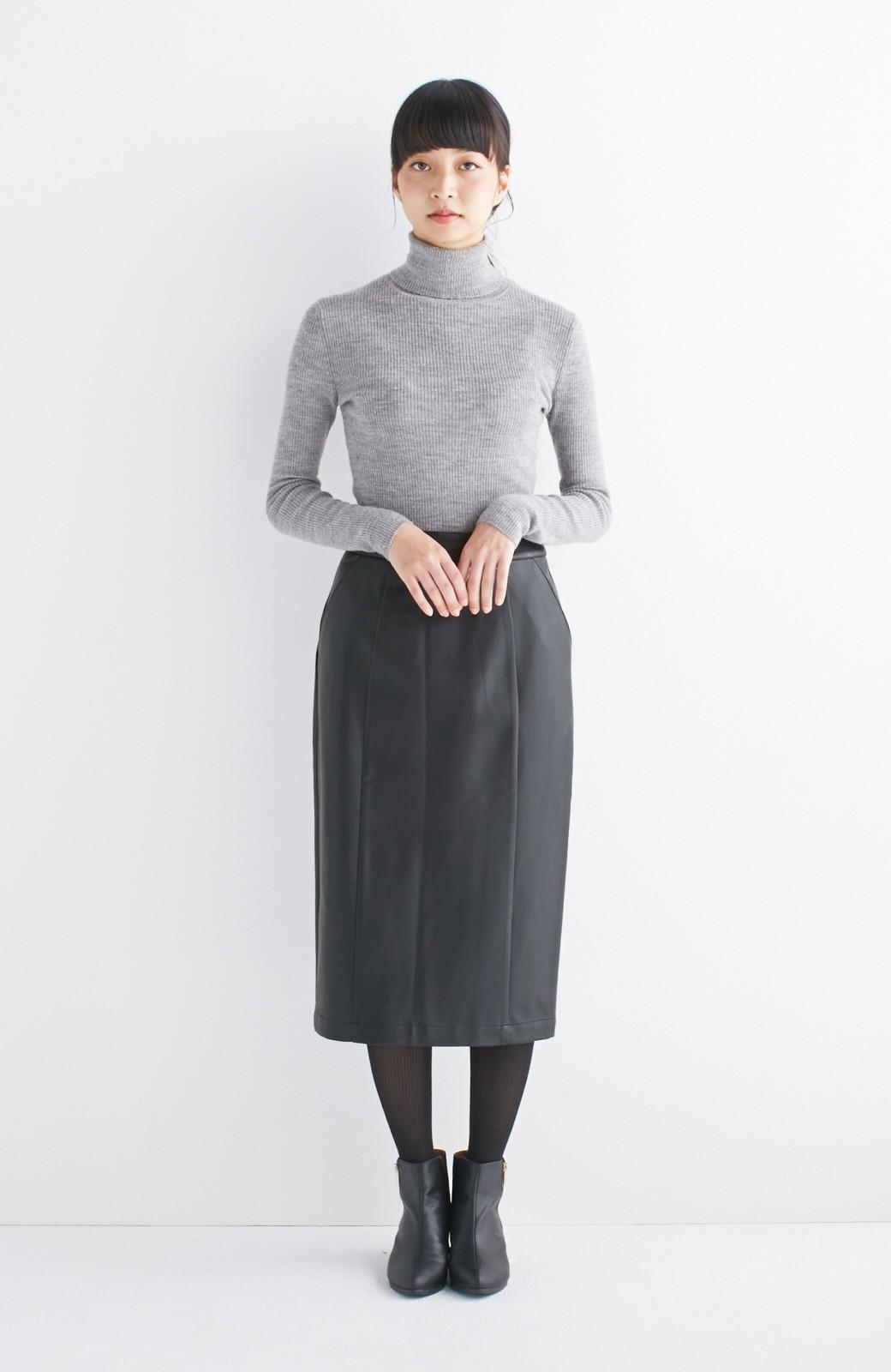 haco! どんなにカジュアルなものを合わせても女らしくなれる、フェイクレザーのタイトスカート by que made me <ブラック>の商品写真5