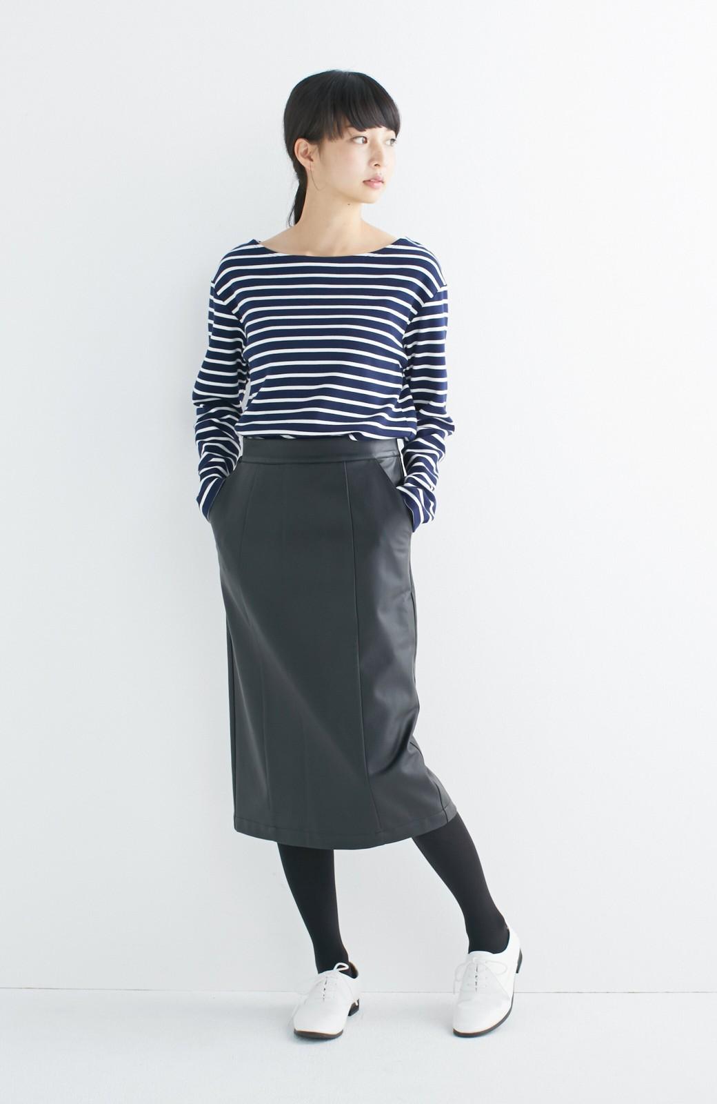 haco! どんなにカジュアルなものを合わせても女らしくなれる、フェイクレザーのタイトスカート by que made me <ブラック>の商品写真7