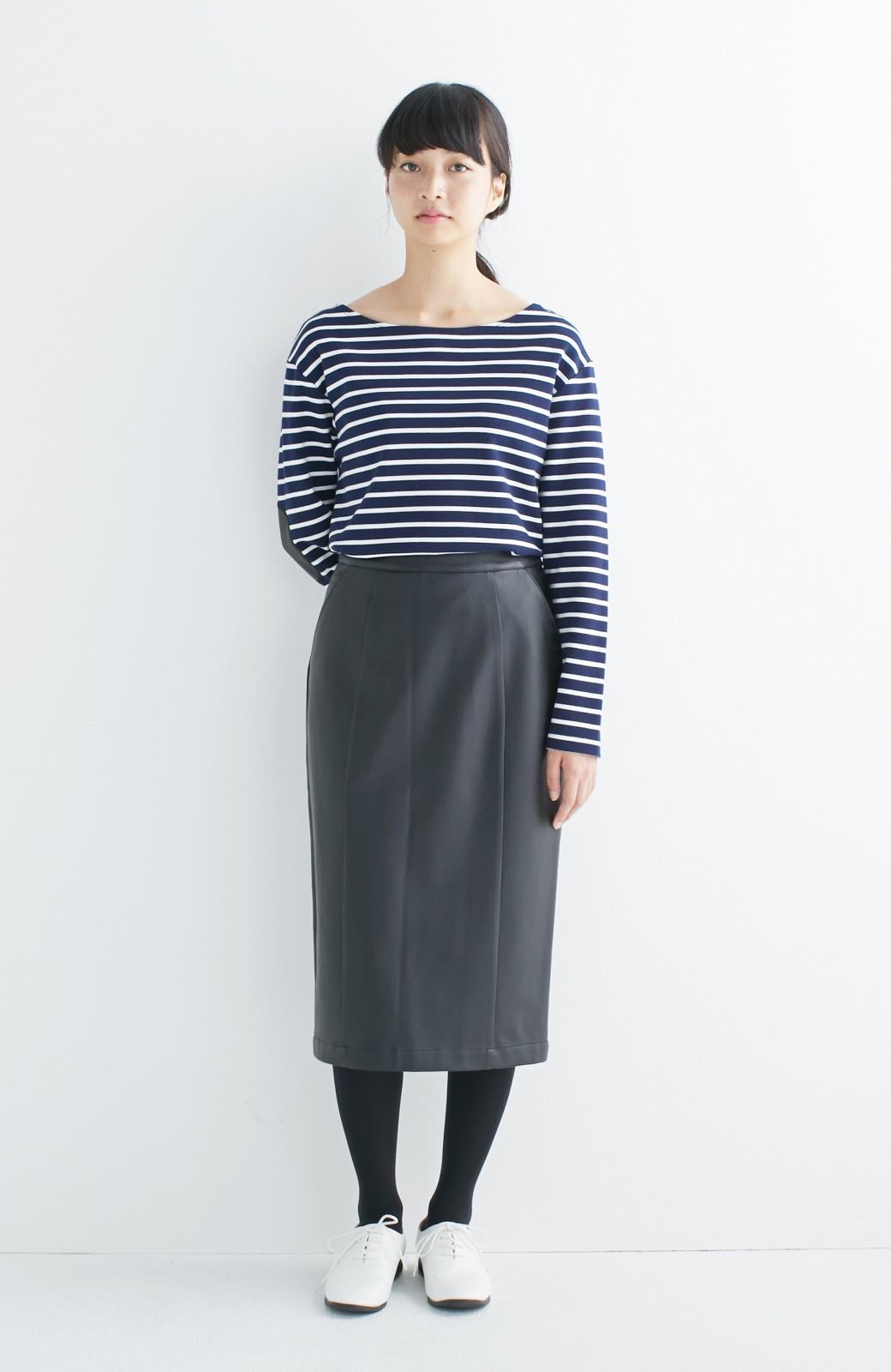 haco! どんなにカジュアルなものを合わせても女らしくなれる、フェイクレザーのタイトスカート by que made me <ブラック>の商品写真12