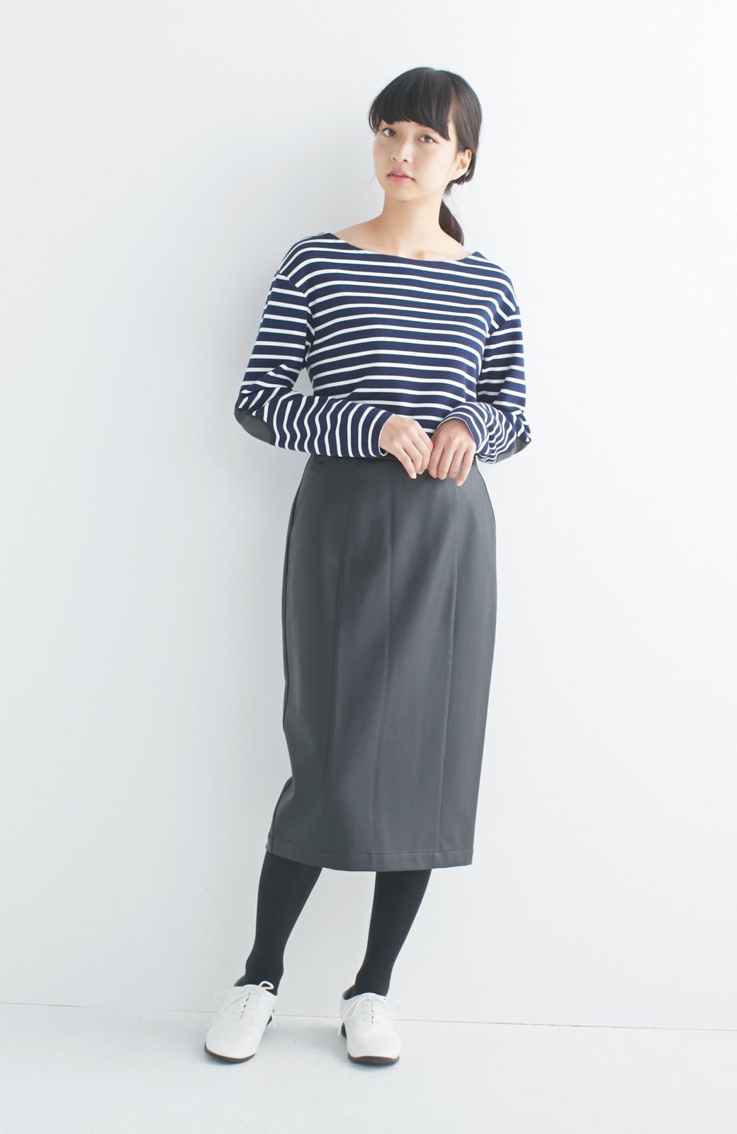 haco! どんなにカジュアルなものを合わせても女らしくなれる、フェイクレザーのタイトスカート by que made me <ブラック>の商品写真13