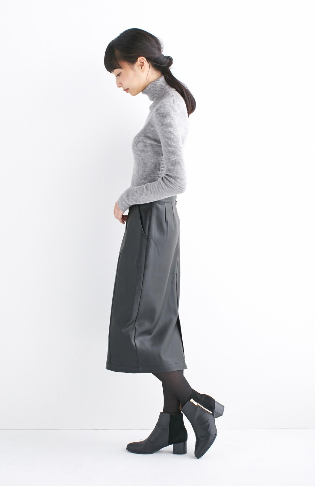 haco! どんなにカジュアルなものを合わせても女らしくなれる、フェイクレザーのタイトスカート by que made me <ブラック>の商品写真15