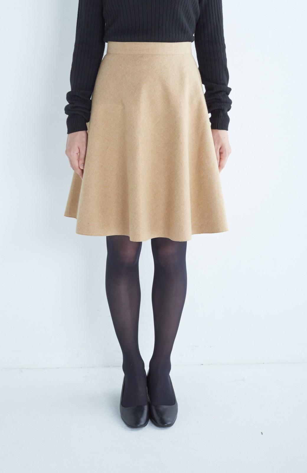 エムトロワ 【mer1月号掲載】きれい色もあったかも楽しめるリバーシブルフレアースカート <ベージュ>の商品写真2
