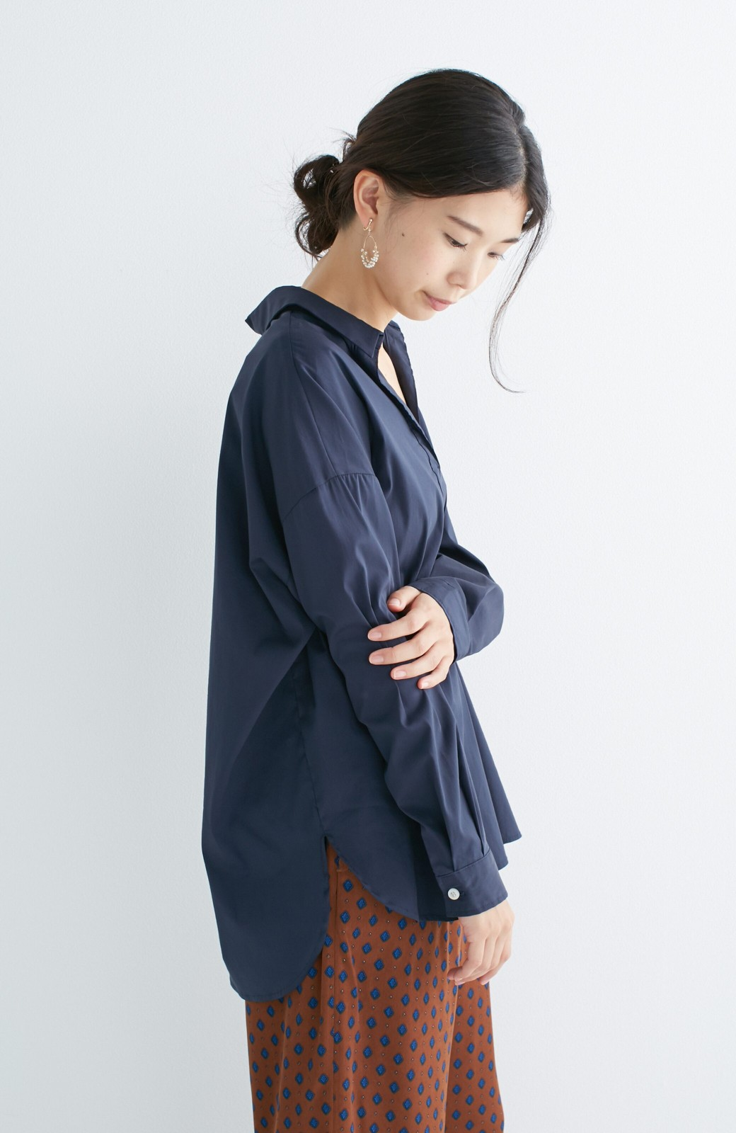 エムトロワ 着るだけでベストバランス抜き衿シャツ <ネイビー>の商品写真7
