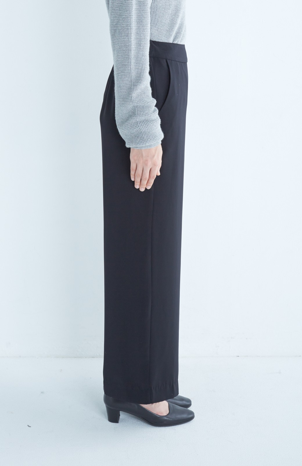 エムトロワ シワになりにくい しなやかワイドパンツ <ブラック>の商品写真3