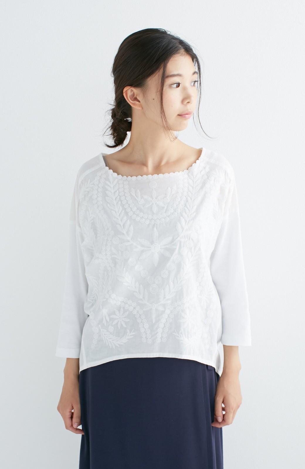 エムトロワ こう見えて動きやすい、袖だけカットソーの華やか刺しゅうブラウス <ホワイト>の商品写真3