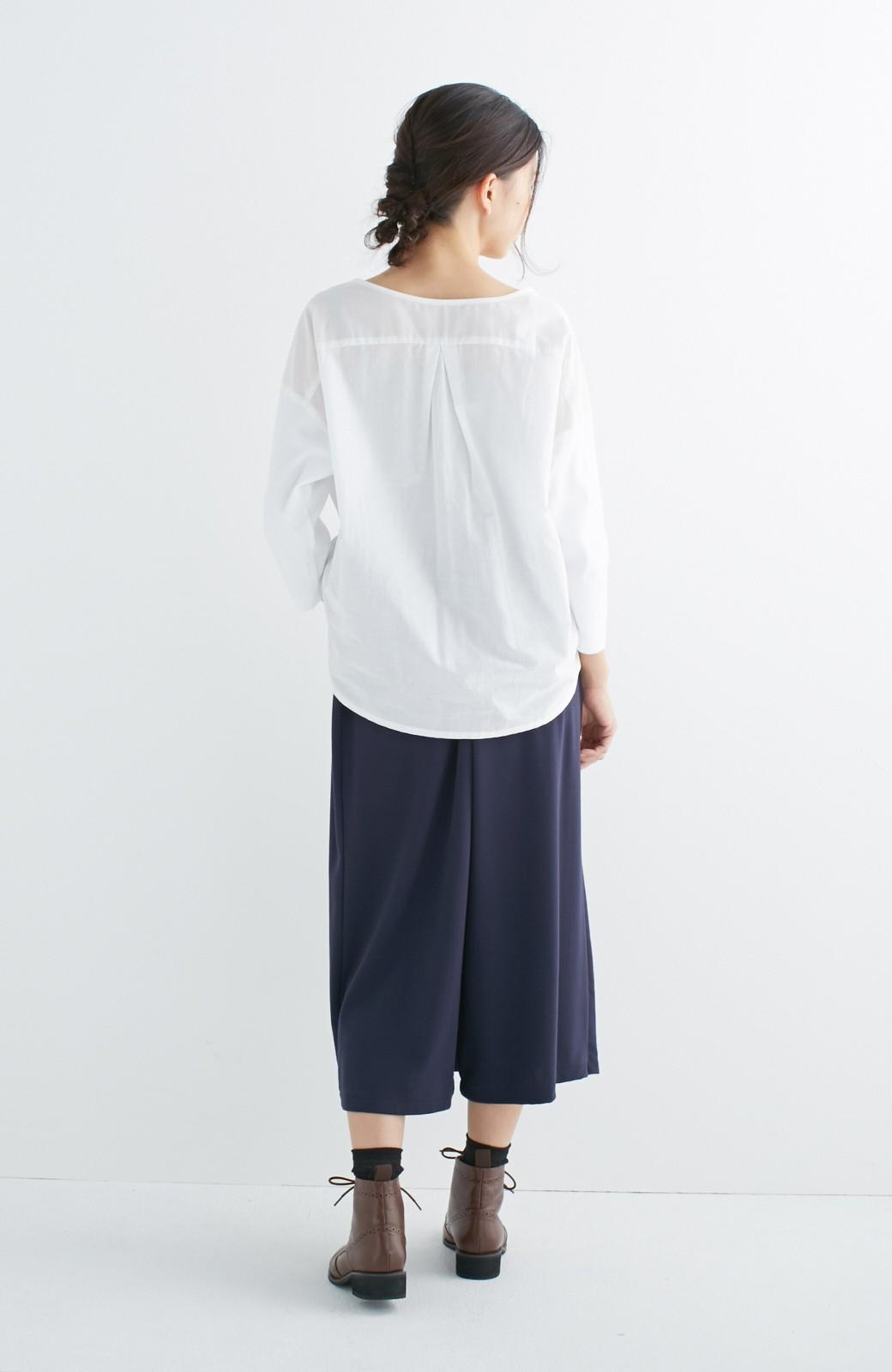 エムトロワ こう見えて動きやすい、袖だけカットソーの華やか刺しゅうブラウス <ホワイト>の商品写真13