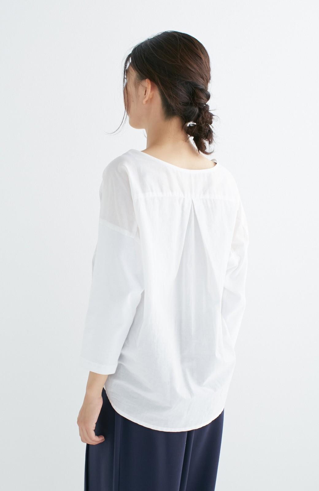 エムトロワ こう見えて動きやすい、袖だけカットソーの華やか刺しゅうブラウス <ホワイト>の商品写真18