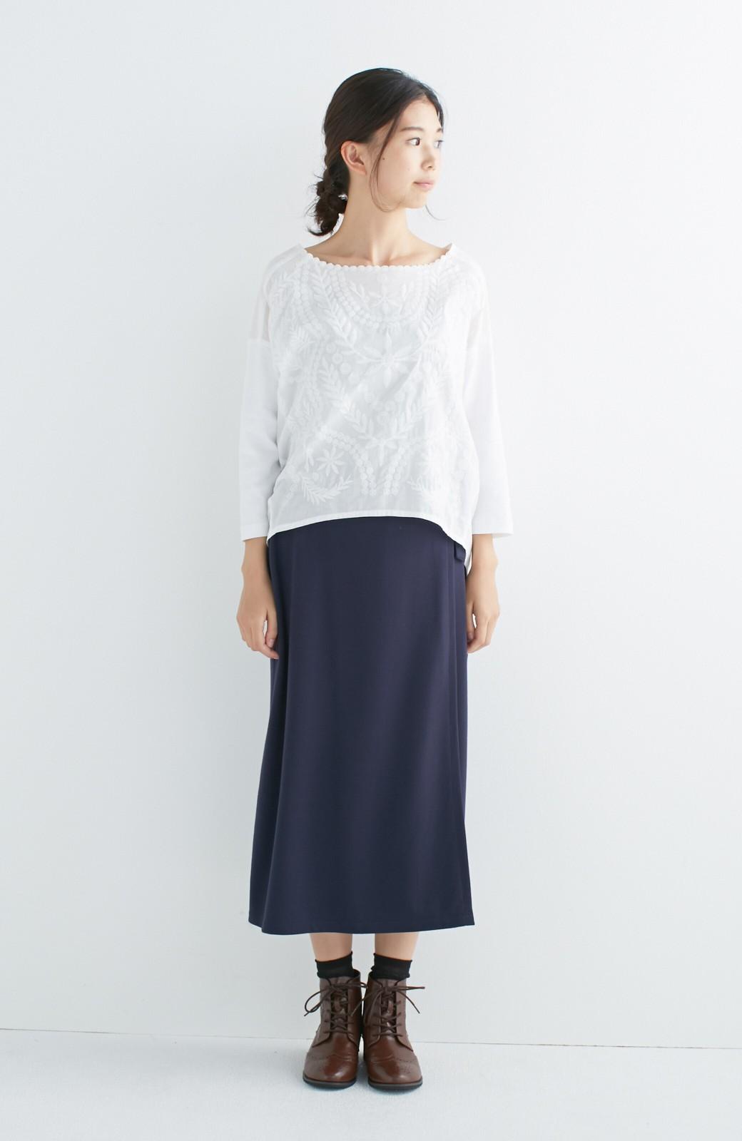 エムトロワ こう見えて動きやすい、袖だけカットソーの華やか刺しゅうブラウス <ホワイト>の商品写真4