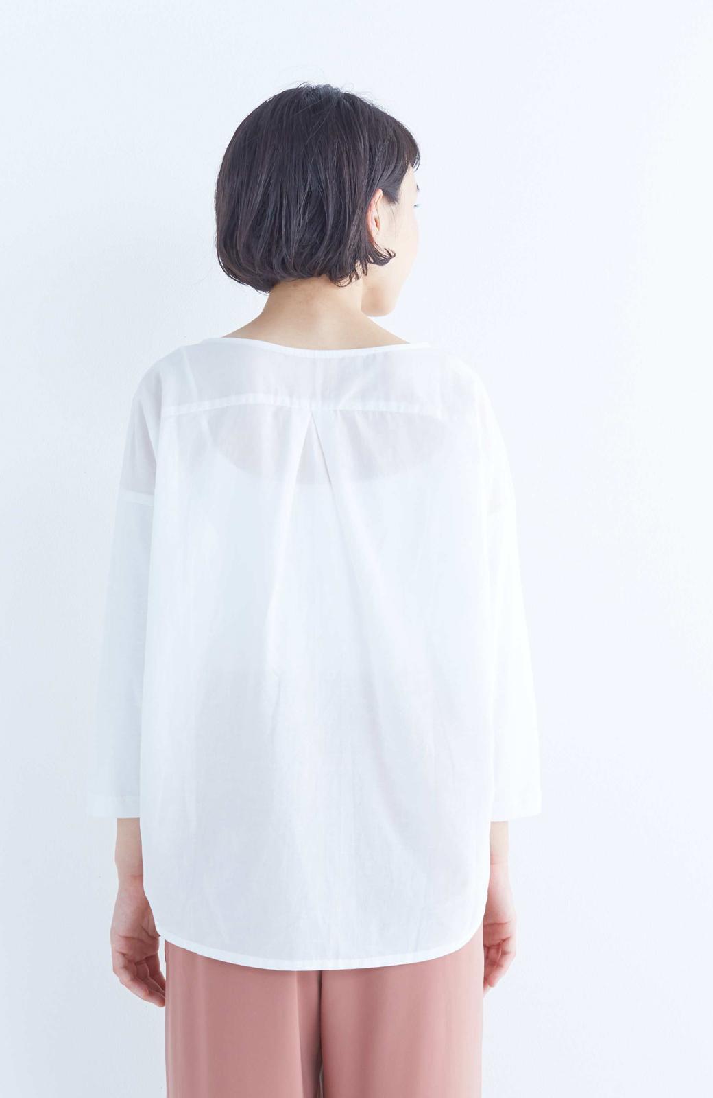 エムトロワ こう見えて動きやすい、袖だけカットソーの華やか刺しゅうブラウス <ホワイト>の商品写真11