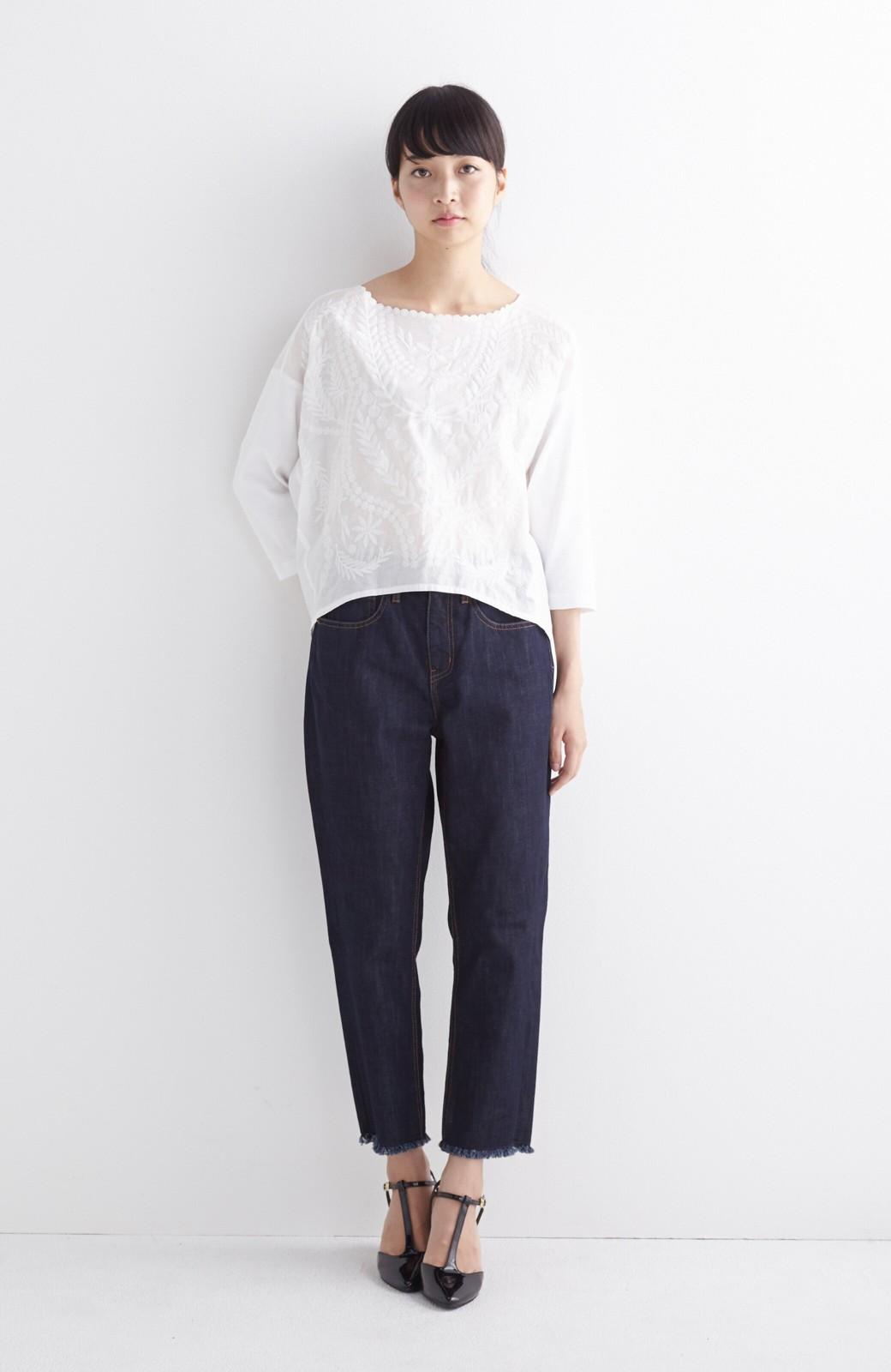 エムトロワ こう見えて動きやすい、袖だけカットソーの華やか刺しゅうブラウス <ホワイト>の商品写真5