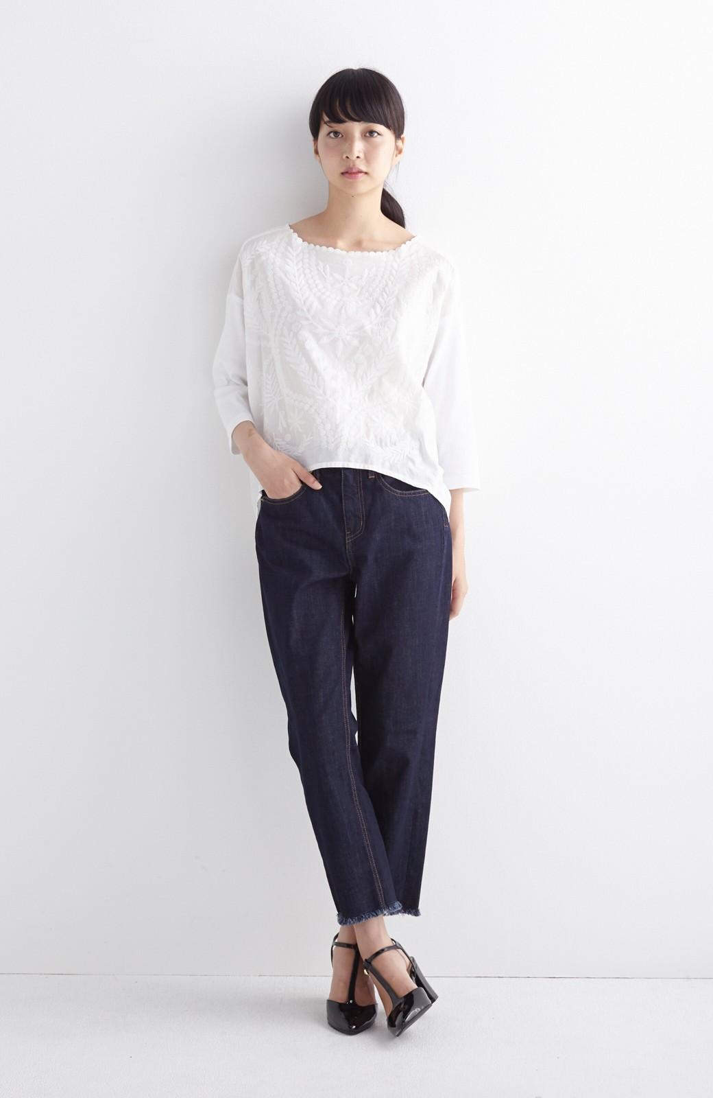 エムトロワ こう見えて動きやすい、袖だけカットソーの華やか刺しゅうブラウス <ホワイト>の商品写真6