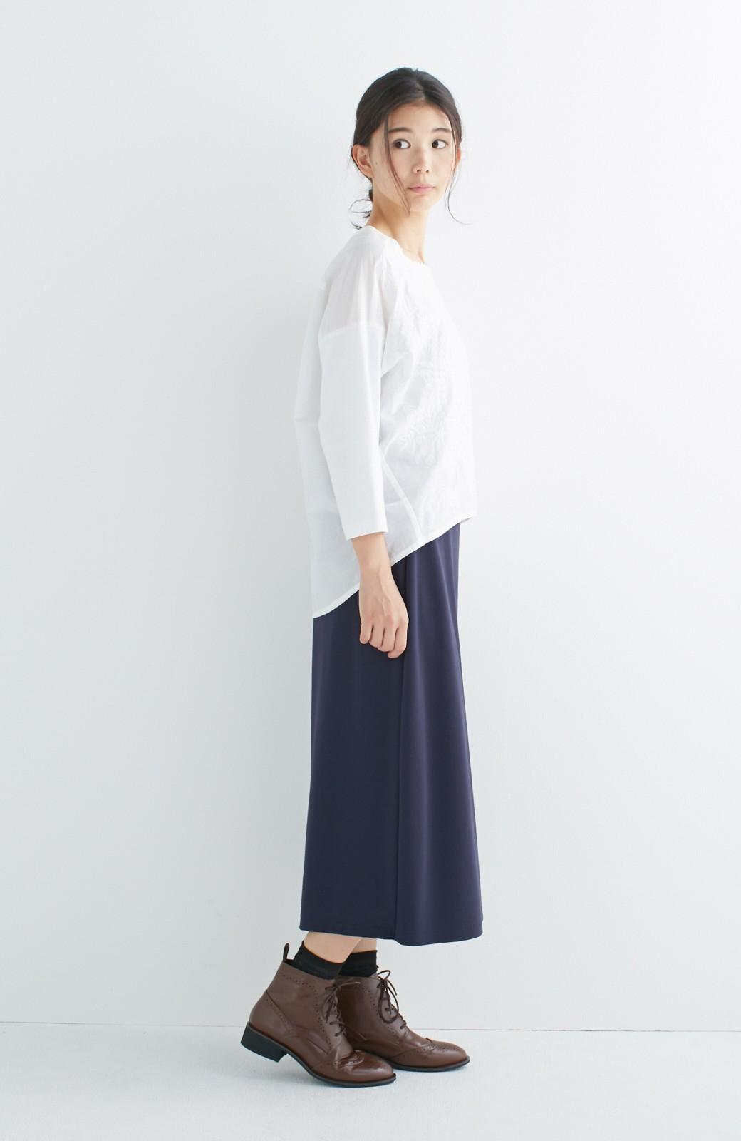 エムトロワ こう見えて動きやすい、袖だけカットソーの華やか刺しゅうブラウス <ホワイト>の商品写真12