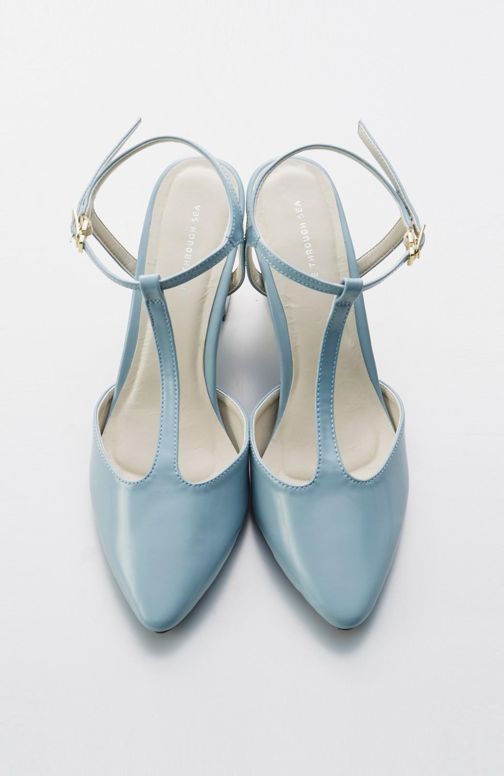 SHE THROUGH SEA おでかけの日に大切に履きたい、Tストラップパンプス <グレイッシュブルー>の商品写真1