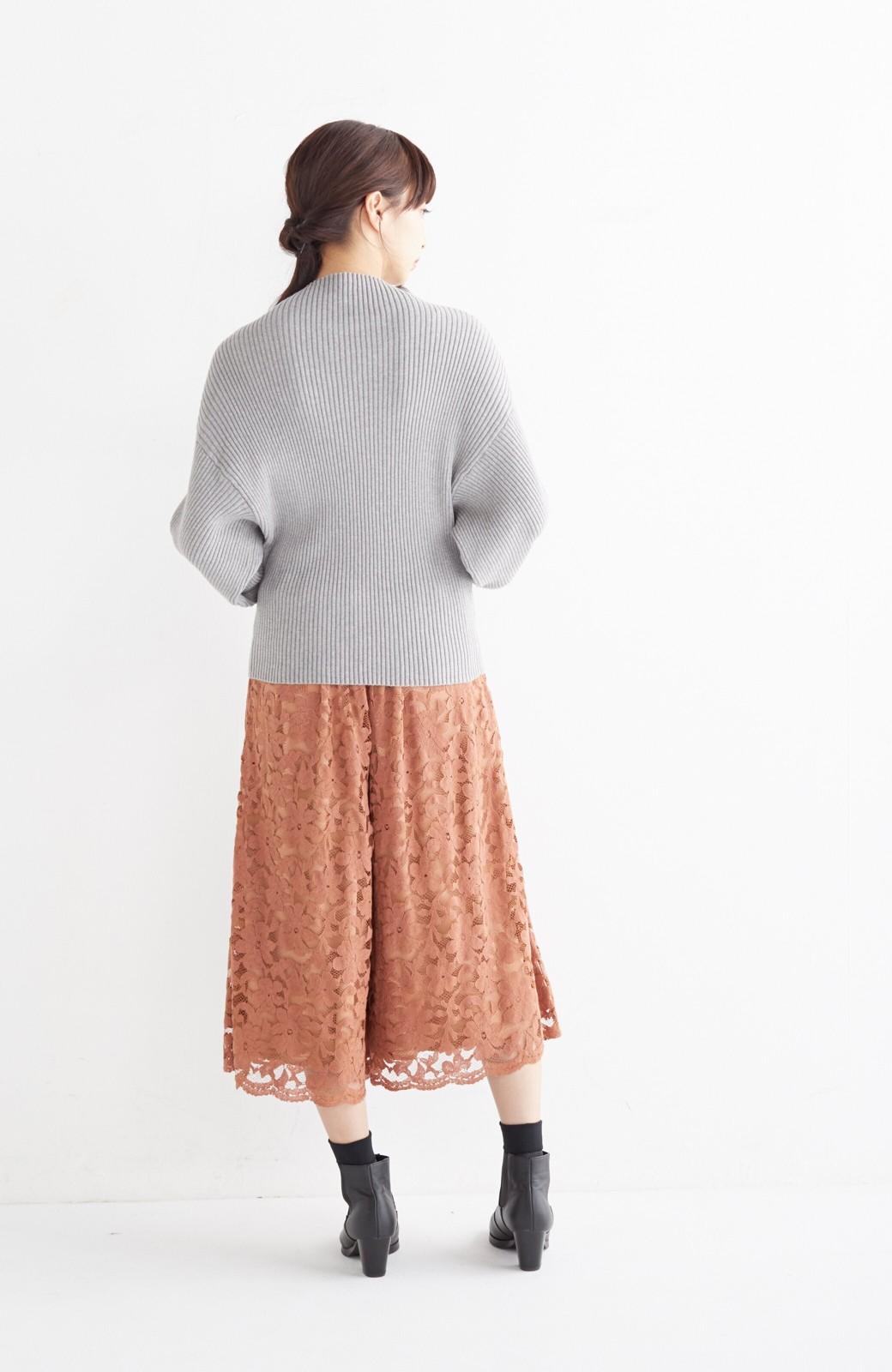 エムトロワ PBP 素肌に贅沢 カシミア混のオーガニックコットン袖ぷっくりリブニット <杢グレー>の商品写真10