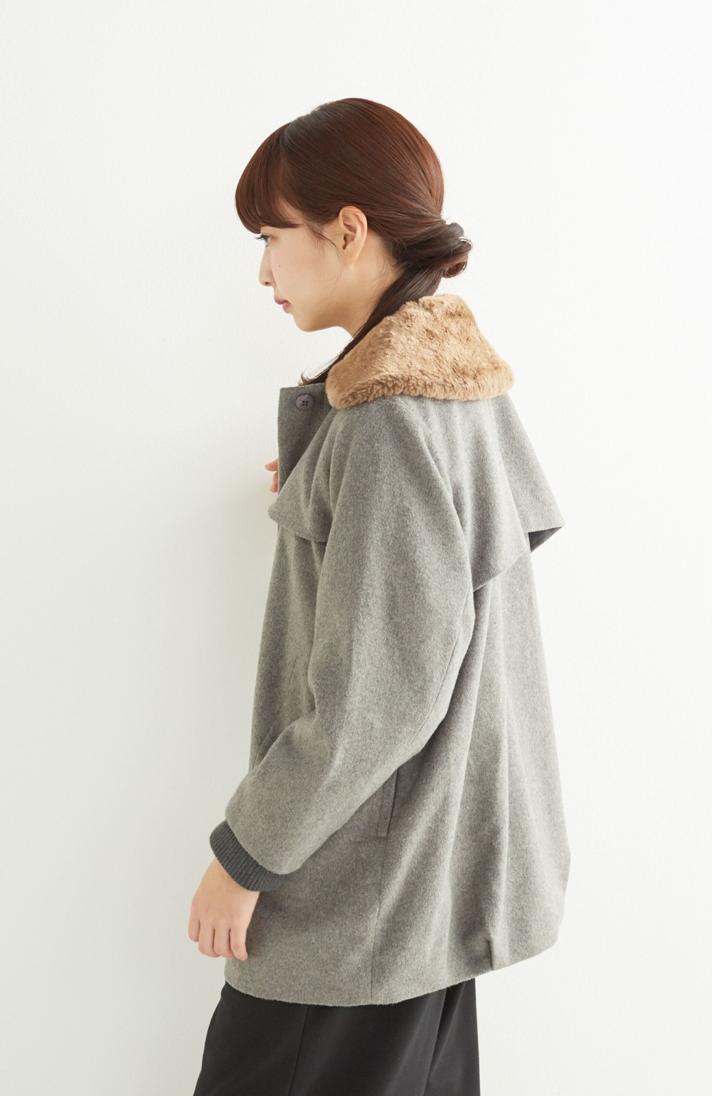 pilvee 取り外しフェイクファー衿付き ウール混のノーカラーコート <グレー>の商品写真19