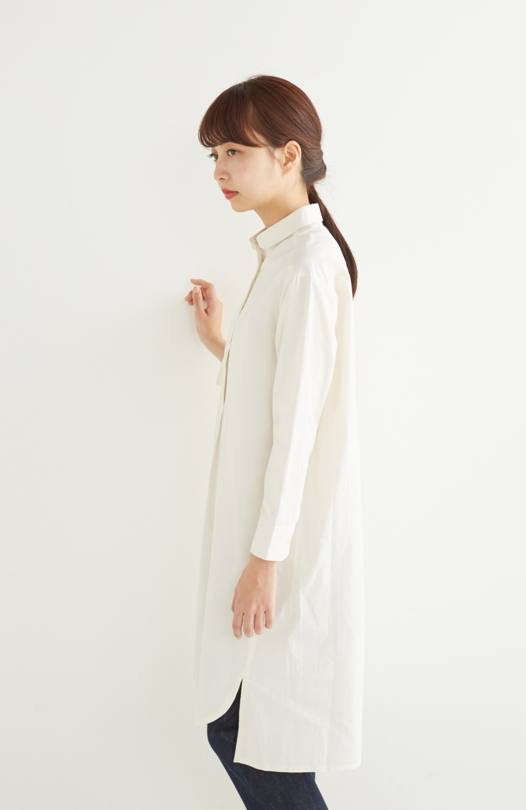 エムトロワ 長い季節使える 重ね着にも便利な丸衿シャツワンピース <ホワイト>の商品写真17