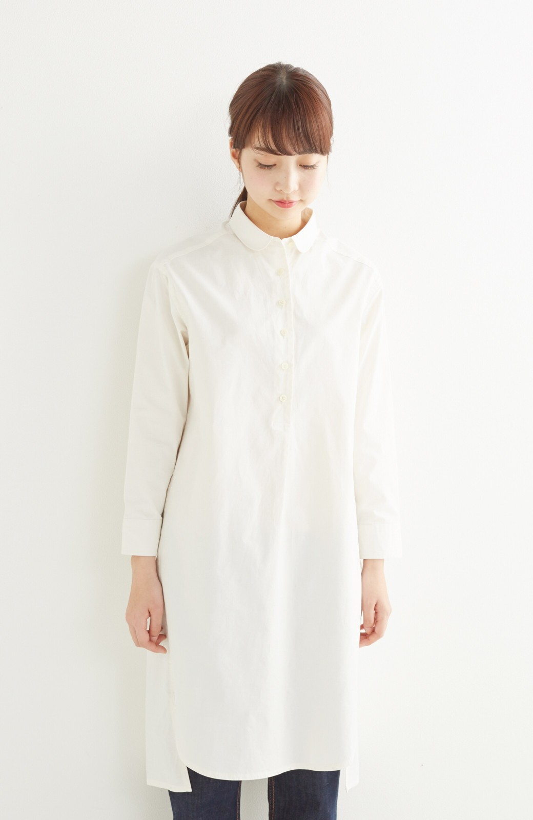 エムトロワ 長い季節使える 重ね着にも便利な丸衿シャツワンピース <ホワイト>の商品写真14