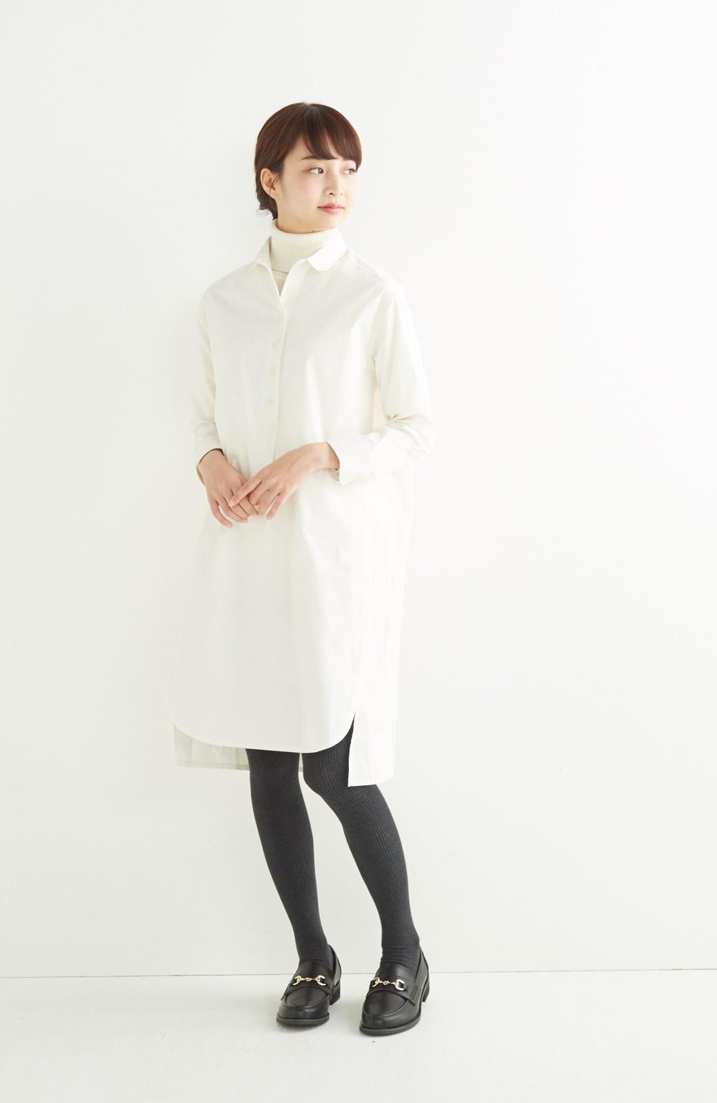 エムトロワ 長い季節使える 重ね着にも便利な丸衿シャツワンピース <ホワイト>の商品写真4