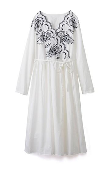 エムトロワ 羽織りにもなるスカラップレースカシュクールワンピース <ホワイト×ネイビー>の商品写真