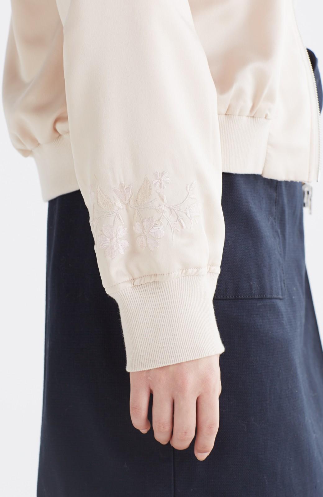 nusy 【mer6月号掲載】リバーシブルで着やすい 梅にうぐいす刺しゅうの華やかブルゾン <ピンクベージュ>の商品写真6