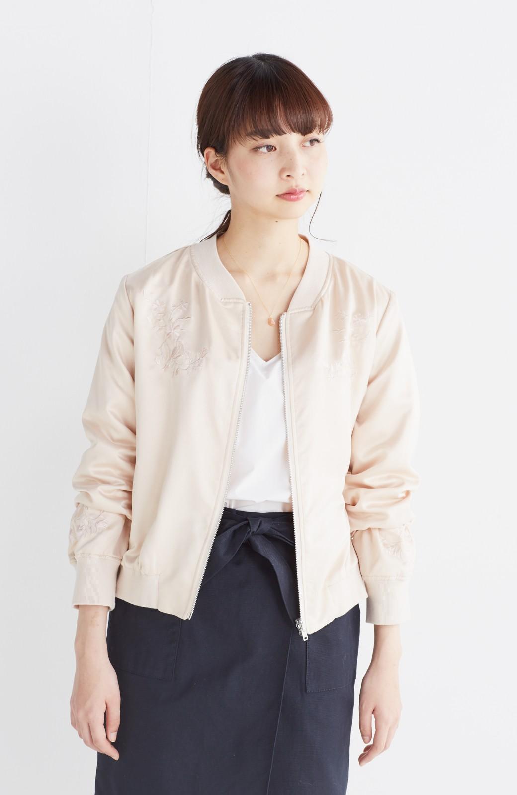 nusy 【mer6月号掲載】リバーシブルで着やすい 梅にうぐいす刺しゅうの華やかブルゾン <ピンクベージュ>の商品写真13