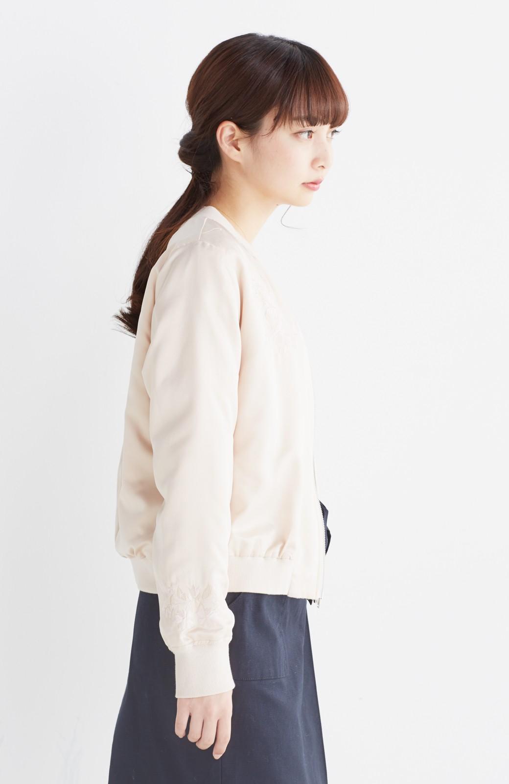 nusy 【mer6月号掲載】リバーシブルで着やすい 梅にうぐいす刺しゅうの華やかブルゾン <ピンクベージュ>の商品写真15