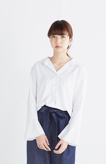 エムトロワ  これ1枚で女っぽさを手に入れるなめらか素材の袖フレアーシャツ <ホワイト>の商品写真