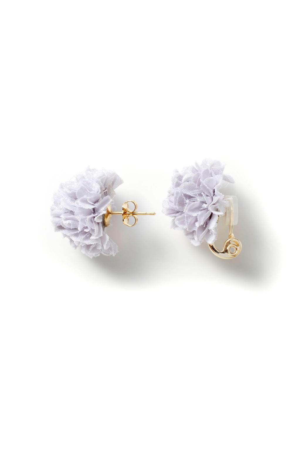 haco! 気分も顔まわりも華やかになる お花のピアス&イヤリング <ライトグレー>の商品写真3