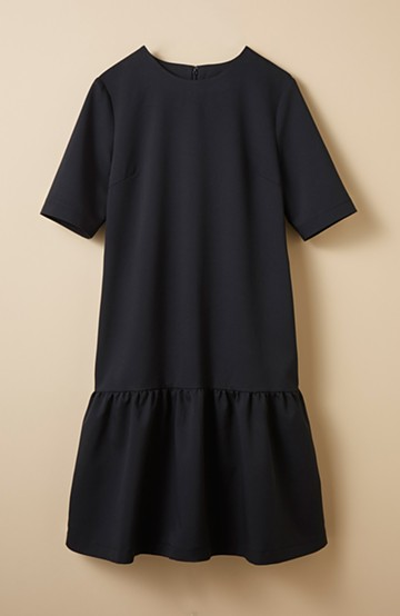 haco! きちんと見えてお手入れ楽ちん フリルヘムのブラックドレス by que made me <ブラック>の商品写真