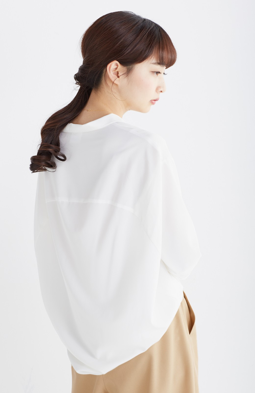 エムトロワ 女らしくてかっこいい スキッパー&抜き衿のとろみシャツ <ホワイト>の商品写真13