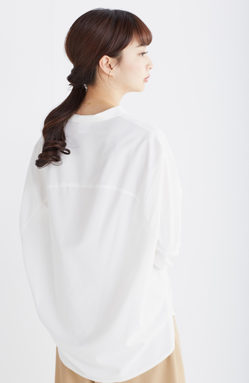 エムトロワ 女らしくてかっこいい スキッパー&抜き衿のとろみシャツ <ホワイト>の商品写真14