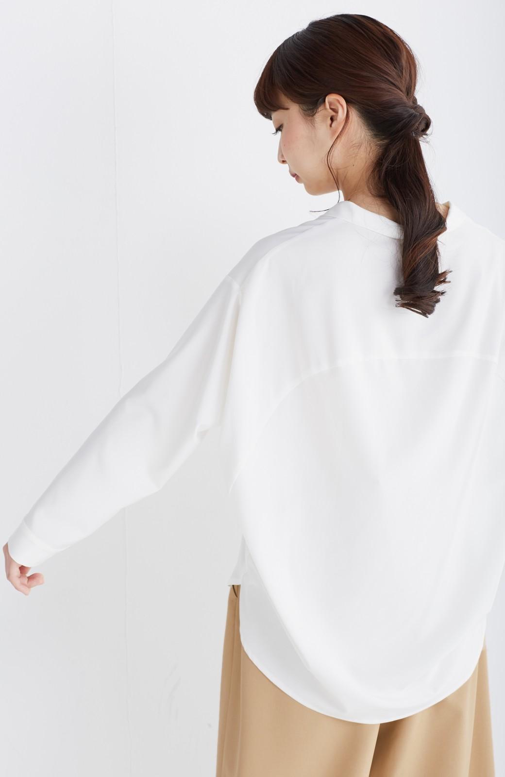 エムトロワ 女らしくてかっこいい スキッパー&抜き衿のとろみシャツ <ホワイト>の商品写真15