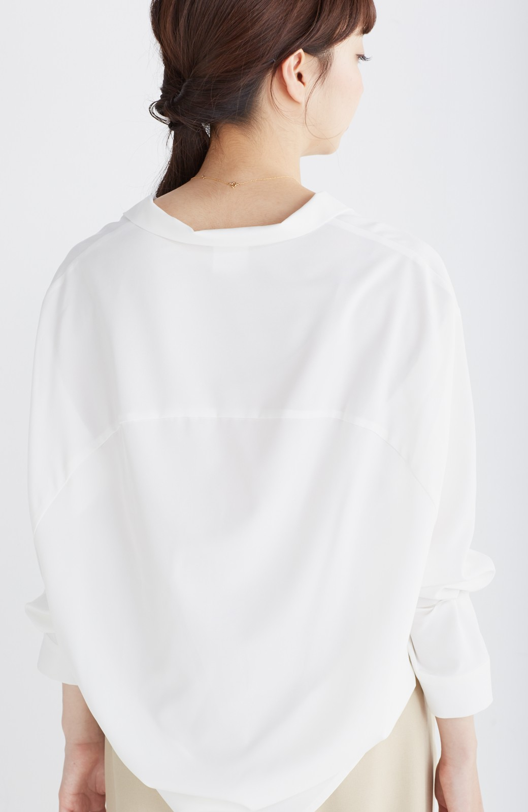 エムトロワ 女らしくてかっこいい スキッパー&抜き衿のとろみシャツ <ホワイト>の商品写真16