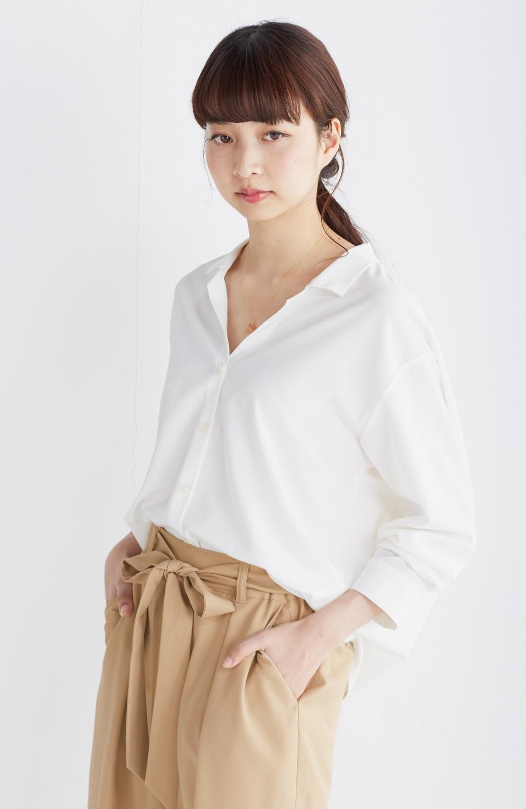 エムトロワ 女らしくてかっこいい スキッパー&抜き衿のとろみシャツ <ホワイト>の商品写真1