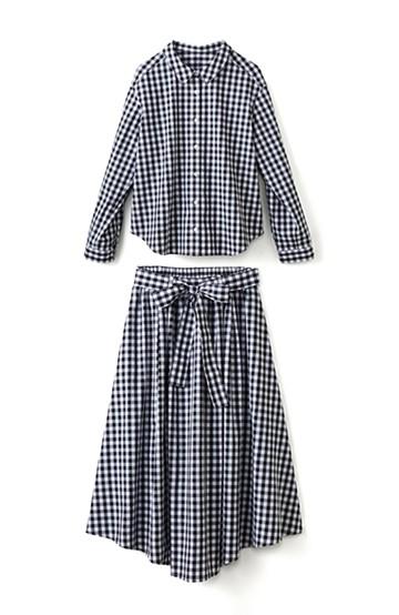 エムトロワ 抜き衿シャツ&ふんわりスカートの総柄セットアップ <ホワイト×ブラック>の商品写真