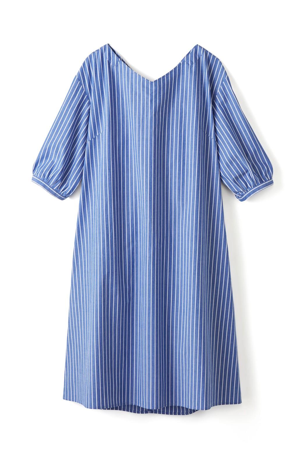 エムトロワ 女らしさは背中から バックリボンのAラインワンピース <ホワイト×ブルー>の商品写真2