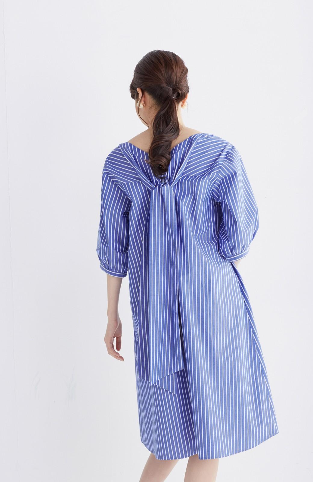 エムトロワ 女らしさは背中から バックリボンのAラインワンピース <ホワイト×ブルー>の商品写真15