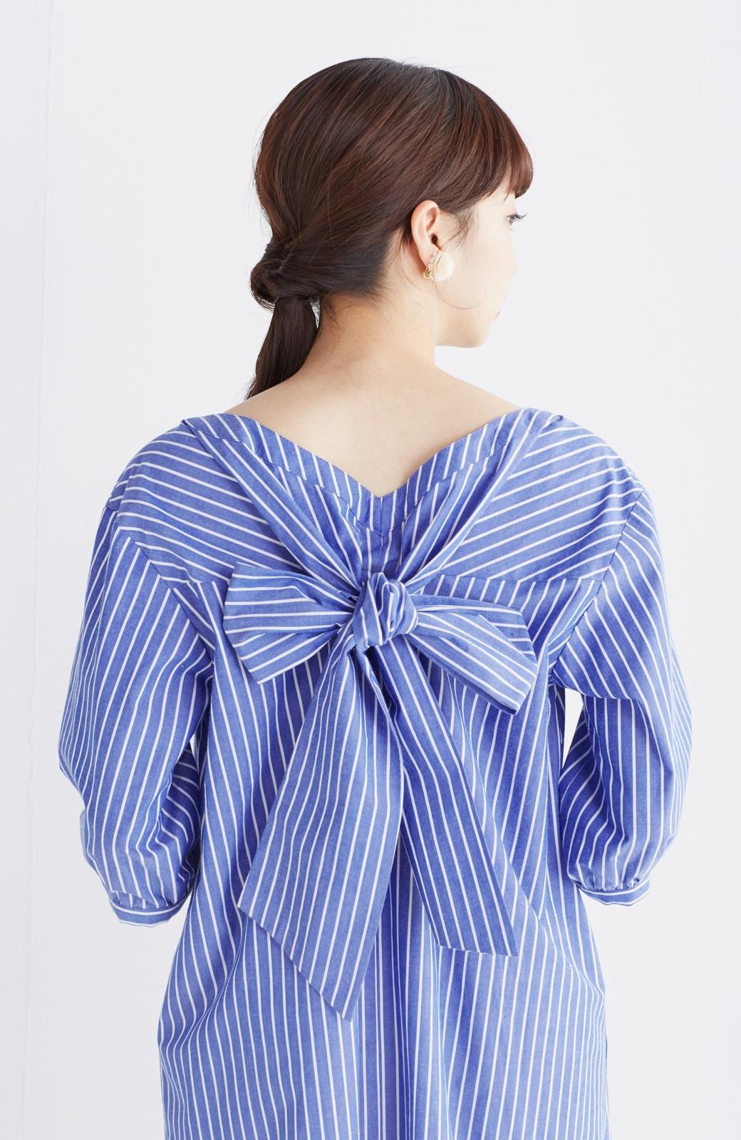 エムトロワ 女らしさは背中から バックリボンのAラインワンピース <ホワイト×ブルー>の商品写真16