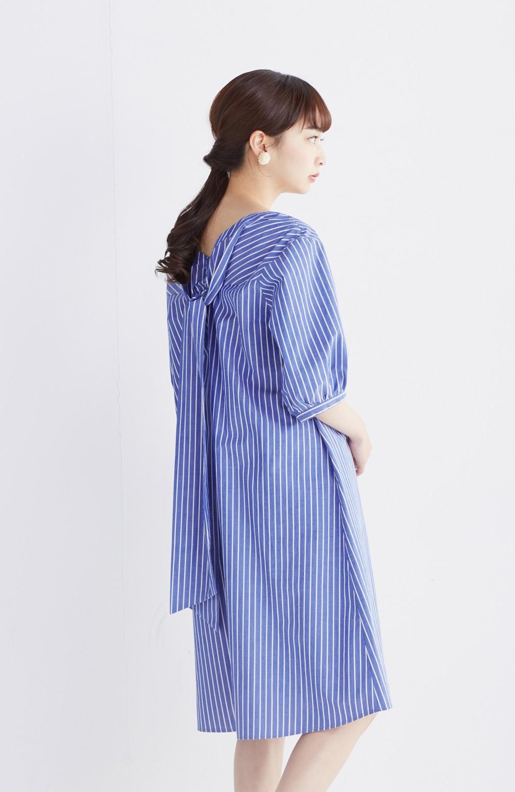 エムトロワ 女らしさは背中から バックリボンのAラインワンピース <ホワイト×ブルー>の商品写真13