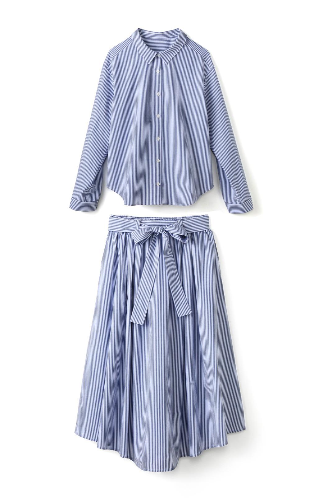 エムトロワ 抜き衿シャツ&ふんわりスカートの総柄セットアップ <ホワイト×ブルー>の商品写真1